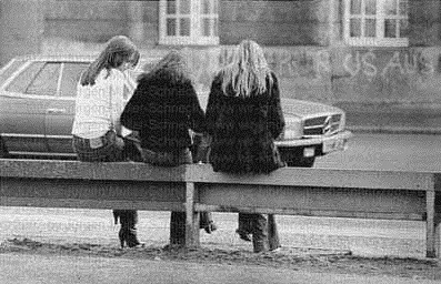 christiane f this is a real-life photo and they probably are christiane, stella and babsi.