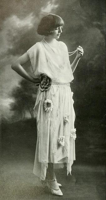 1921. Les Modes (Paris) May 1921 'Nymphe' robe du soir de la Maison Agnes